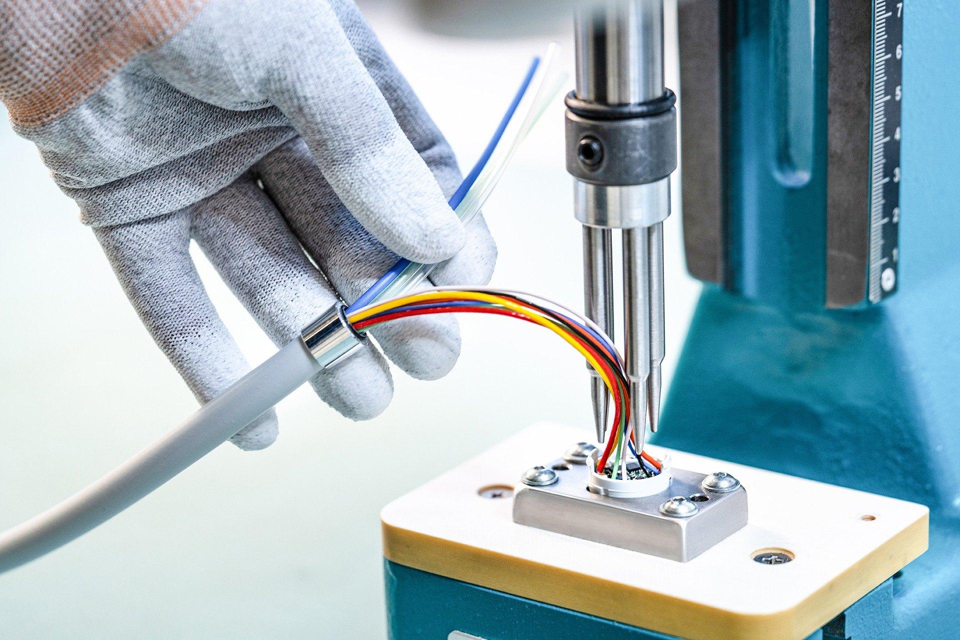 Darstellung einer Nippel-Vormontage bei einem Sensorschlauch