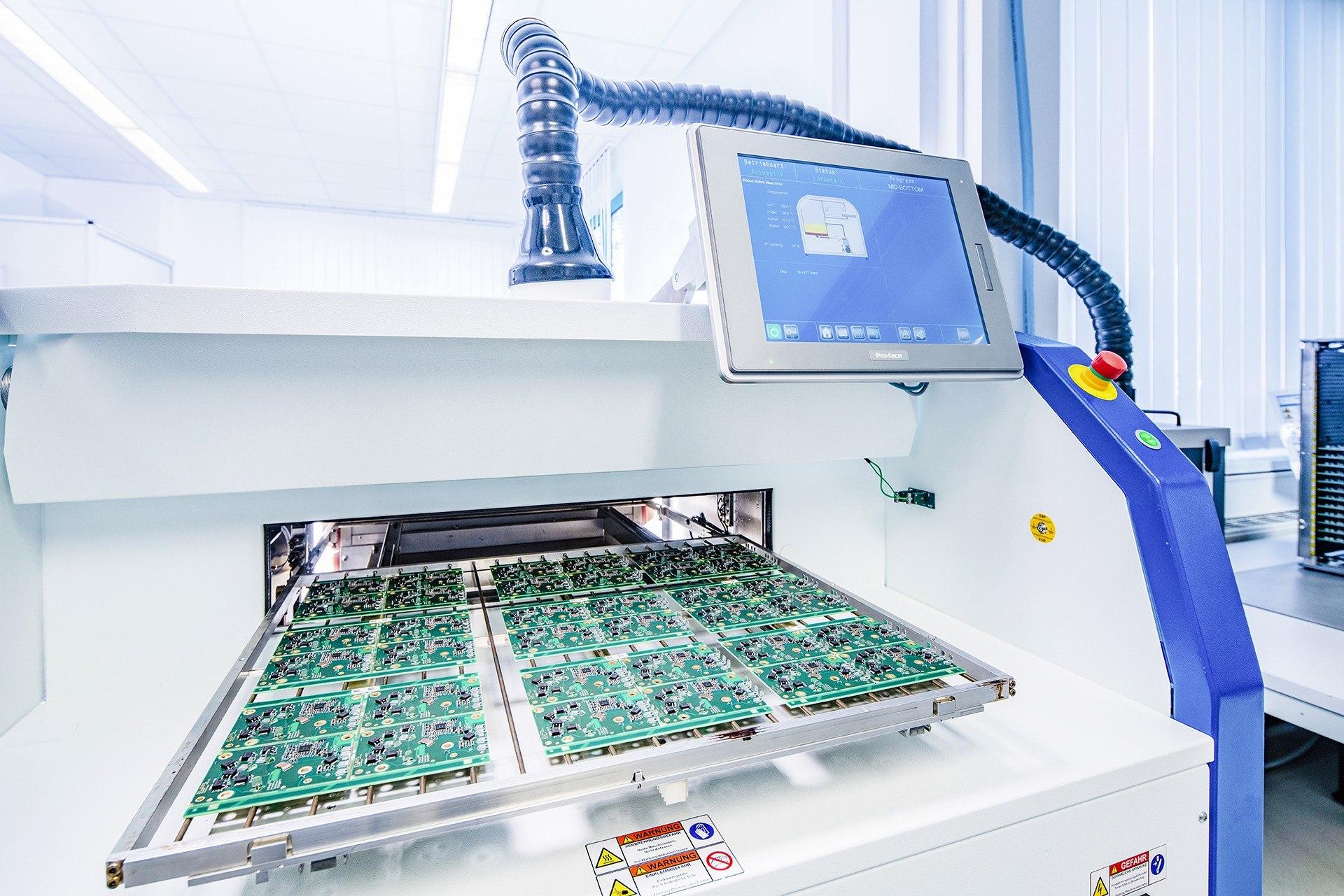 Eine automatisierte Dampfphasenloetstation bei Control Motion Electronics